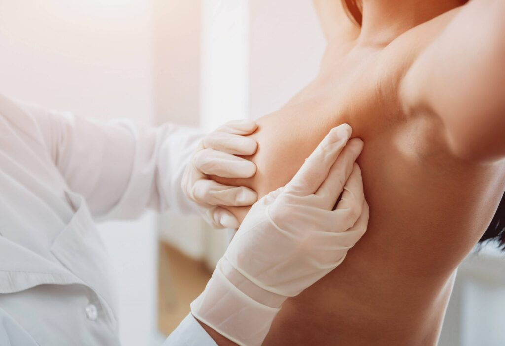 onderzoek-borstprothese-jan-van-goyen kliniek